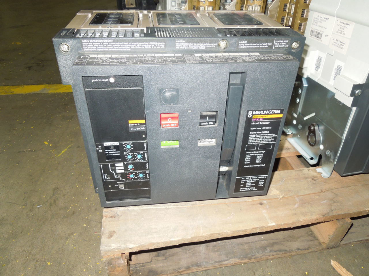 Picture of MP30H1 Merlin Gerin Masterpact Breaker 3000A 600 VAC LSIG Tested