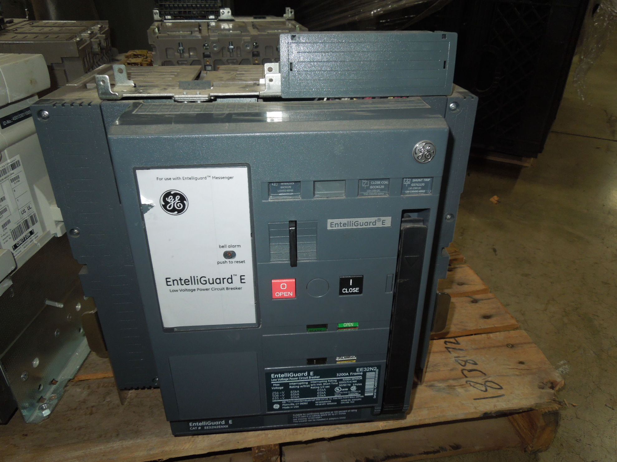 Picture of EE32N2 GE Entelliguard E 3200A 3P 635V Power Circuit Breaker EO/DO