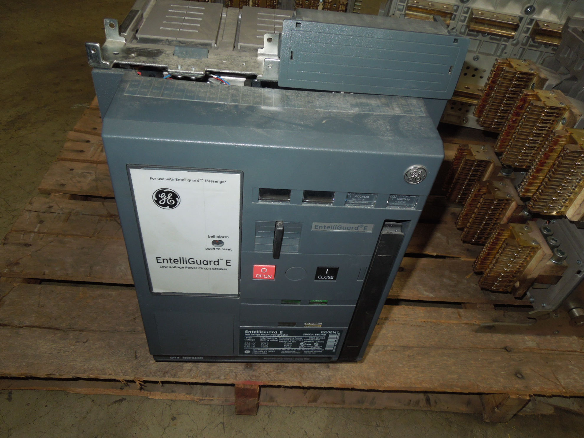 Picture of EE08N1 GE Entelliguard E 2000A Frame 800A Sensor 3P 635V Power Circuit Breaker EO/DO *Chipped Secondary*