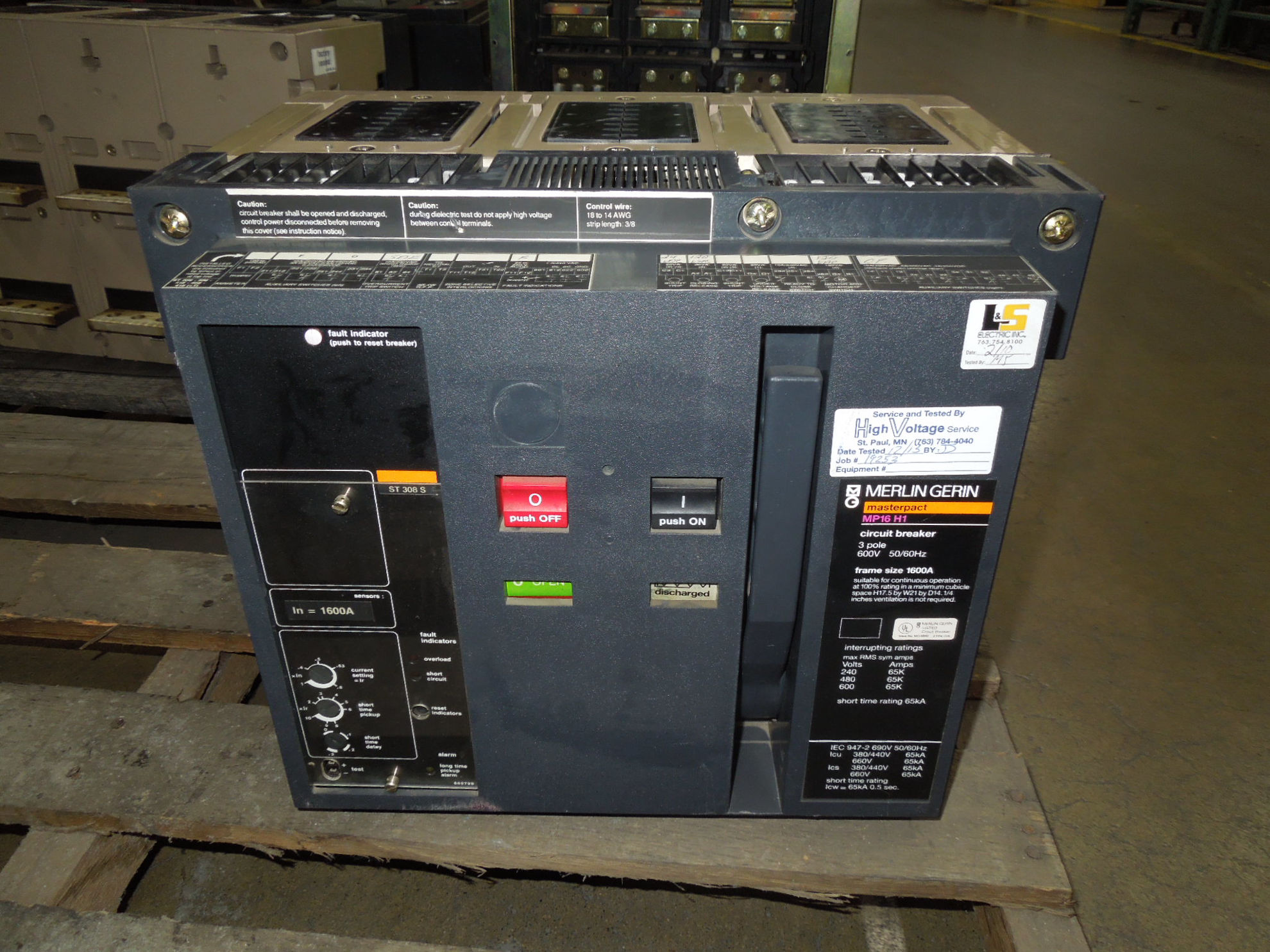 Picture of MP16H1 Merlin Gerin Masterpact Breaker 1600 Amp 600 VAC EO/DO