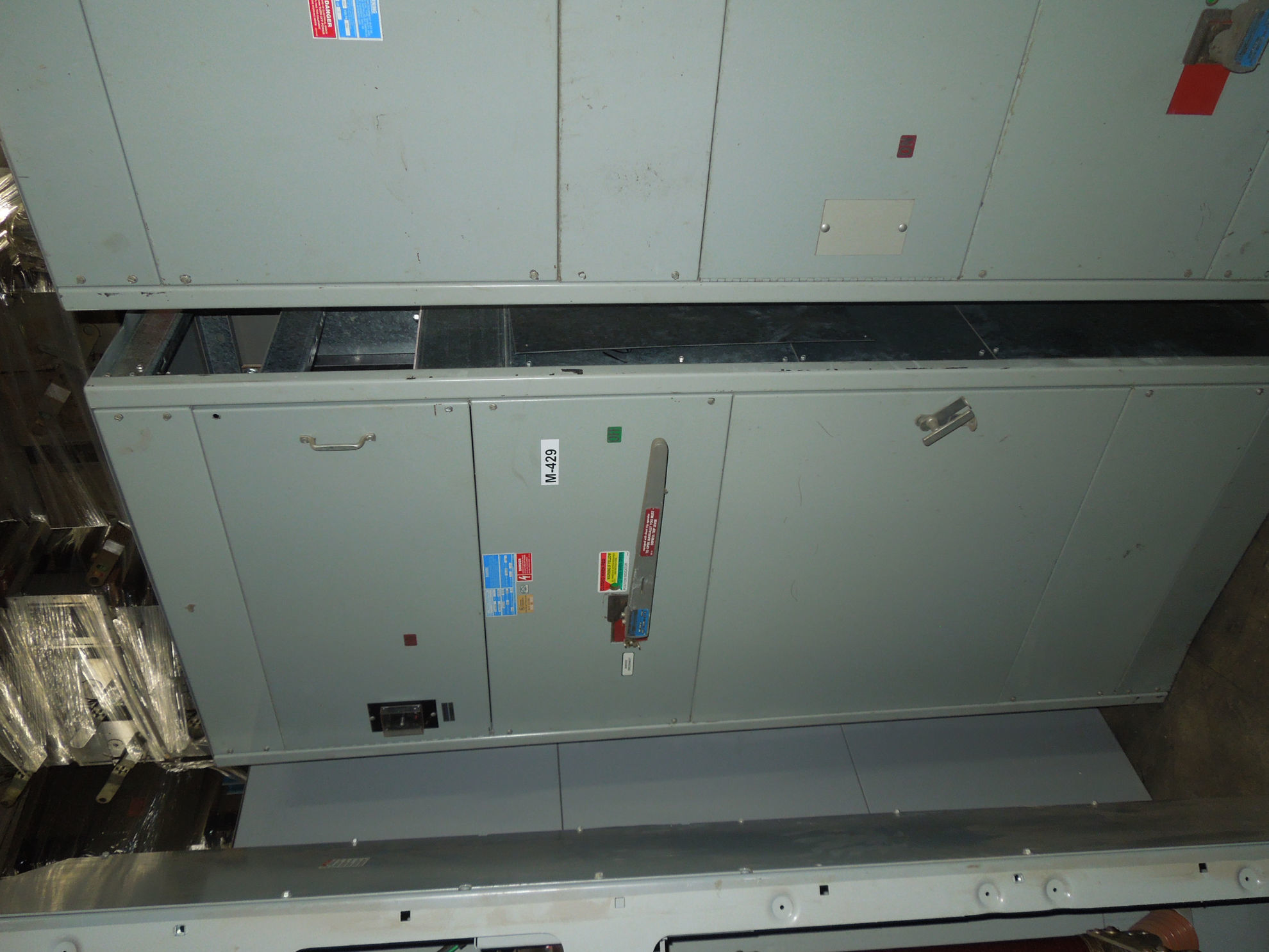 Picture of AMP F-BPS/FDP Switchboard Fusible Main VLB3410-ST Boltswitch 2000 Amp 480 Volt NEMA 1
